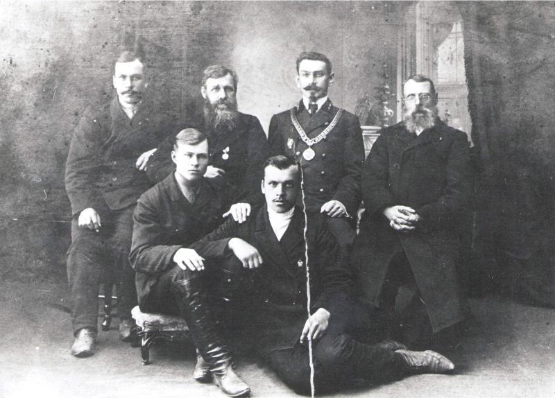 Далматово, 1913 год. Гедеонов Павел Васильевич (первый справа) и его сын Гедеонов Андрей Павлович