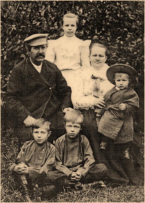 Семья купца Петра Александровича Плеханова. Фото 1908 года