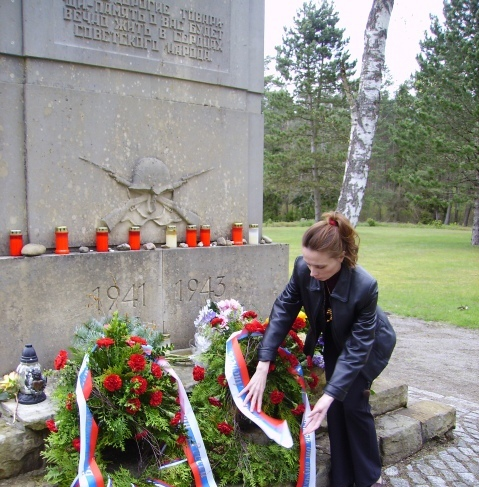 У мемореала советским солдатам на месте концлагеря Витцендорф, весна 2014 г.
